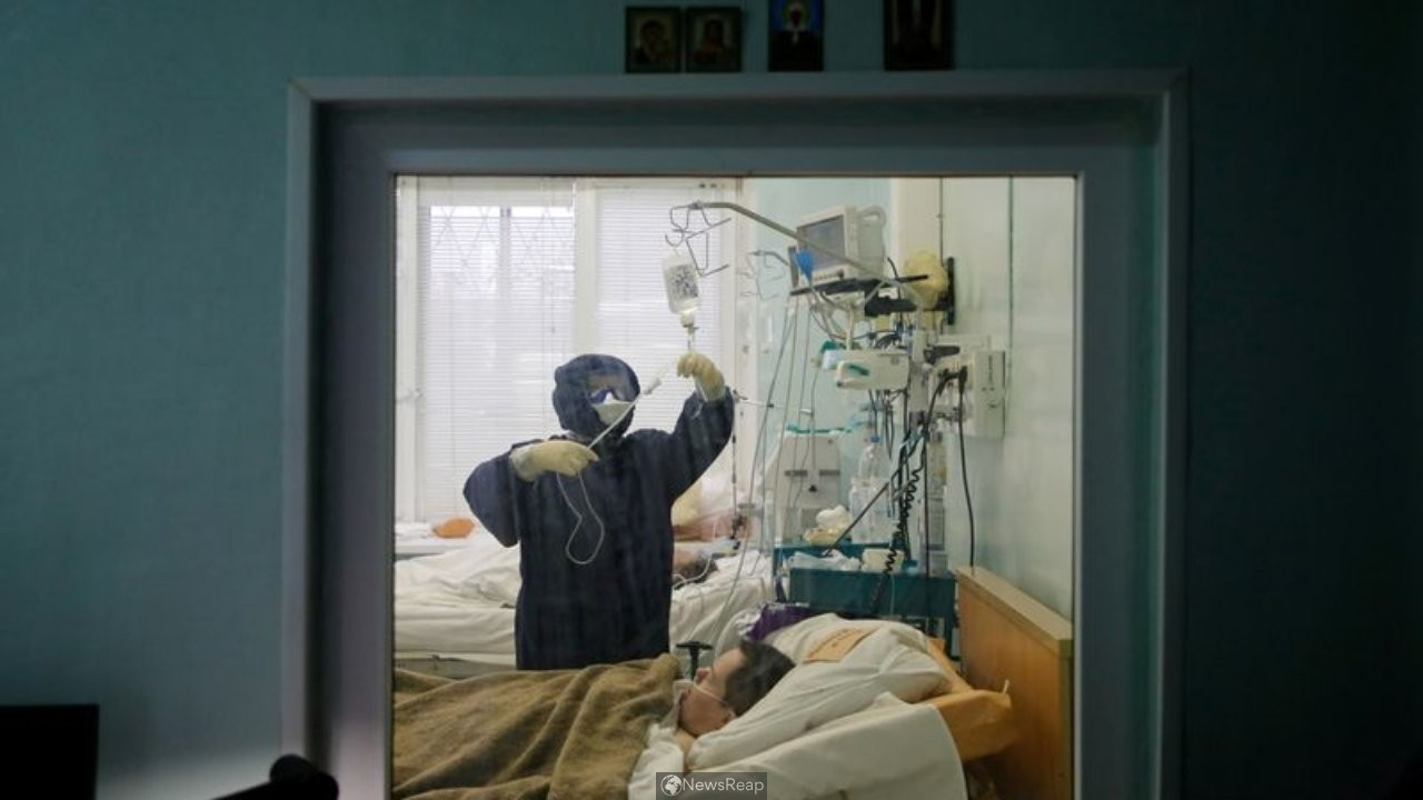 COVID beds run short in St Petersburg as Russian vaccine rollout gathers pace