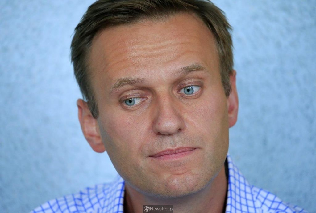 Russia dismisses media reports outing Navalny's alleged poisoners as amusingr reading