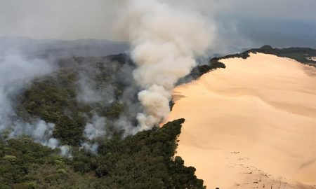 Australia bushfire threatens township on World Heritage-listed Fraser island