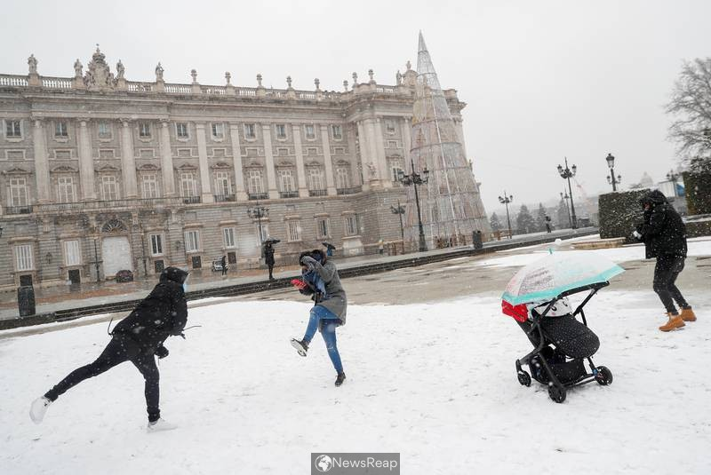 Snowstorm hits Spain, Madrid braces for heaviest snowfall in decades