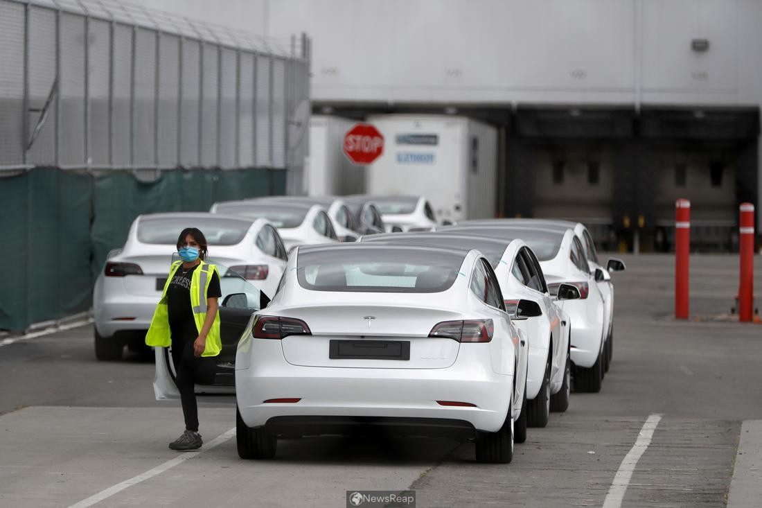 U.S. safety board urges automakers to improve EV fire response guides