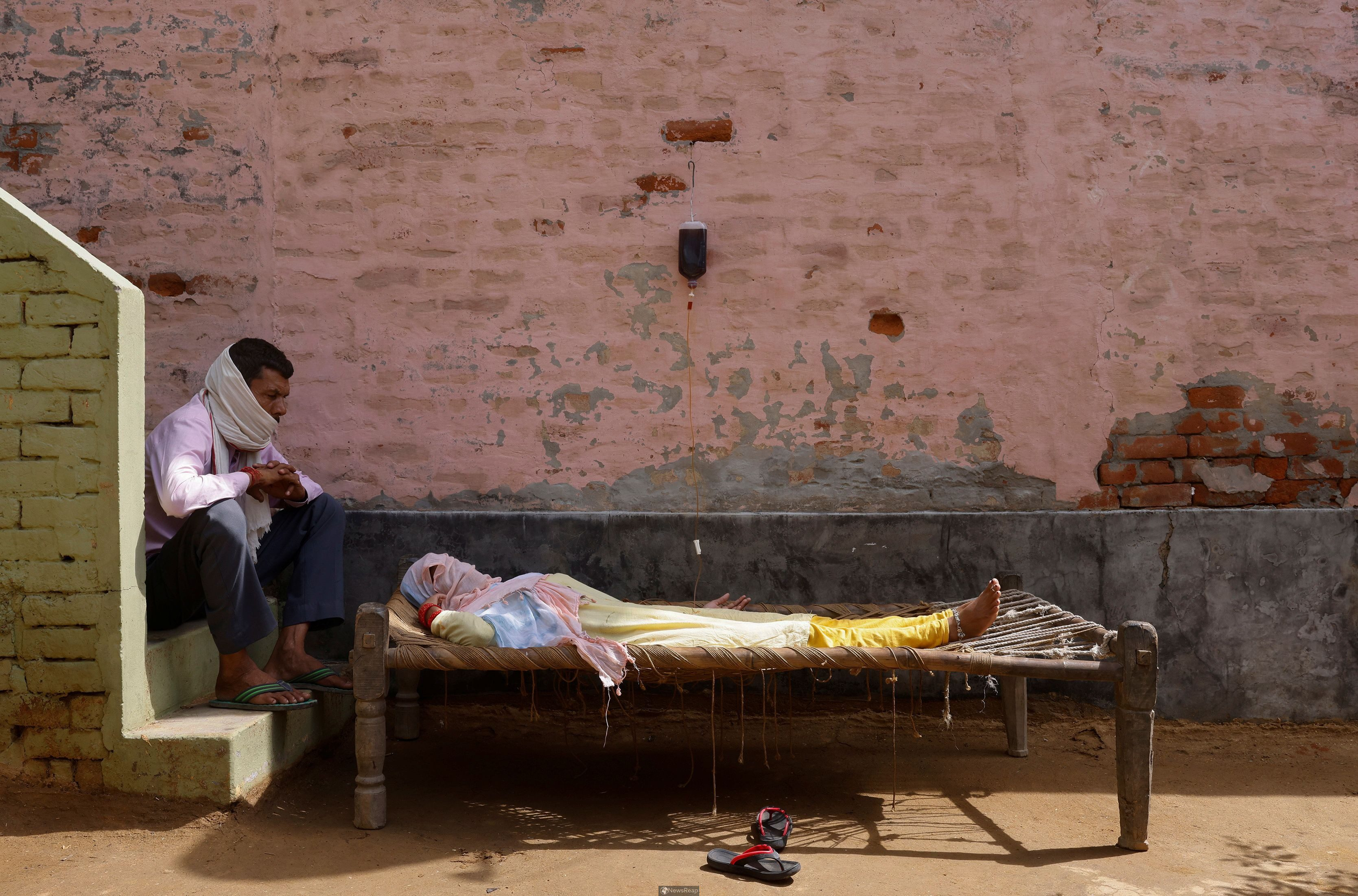 Indian villagers turn to unlicensed clinics as COVID spreads to the countryside